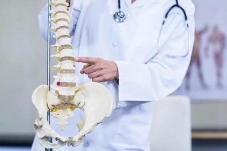 zdravnik-hrbtenica-peti-element-pilates